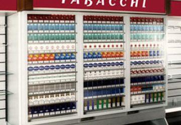 Mascali: ordigno in espositore tabacchi