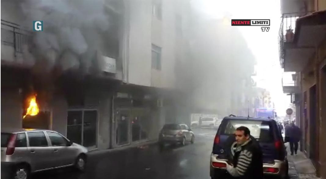 Incendio banca Carige VIDEO ESCLUSIVO