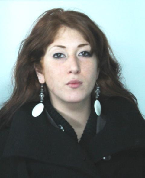 Giovane donna minaccia la rivale in amore, arrestata