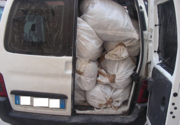 Droga, individuato deposito con 300 kg di marijuana e fermate due auto con più di 7 kg di cocaina. Arrestati in quattro
