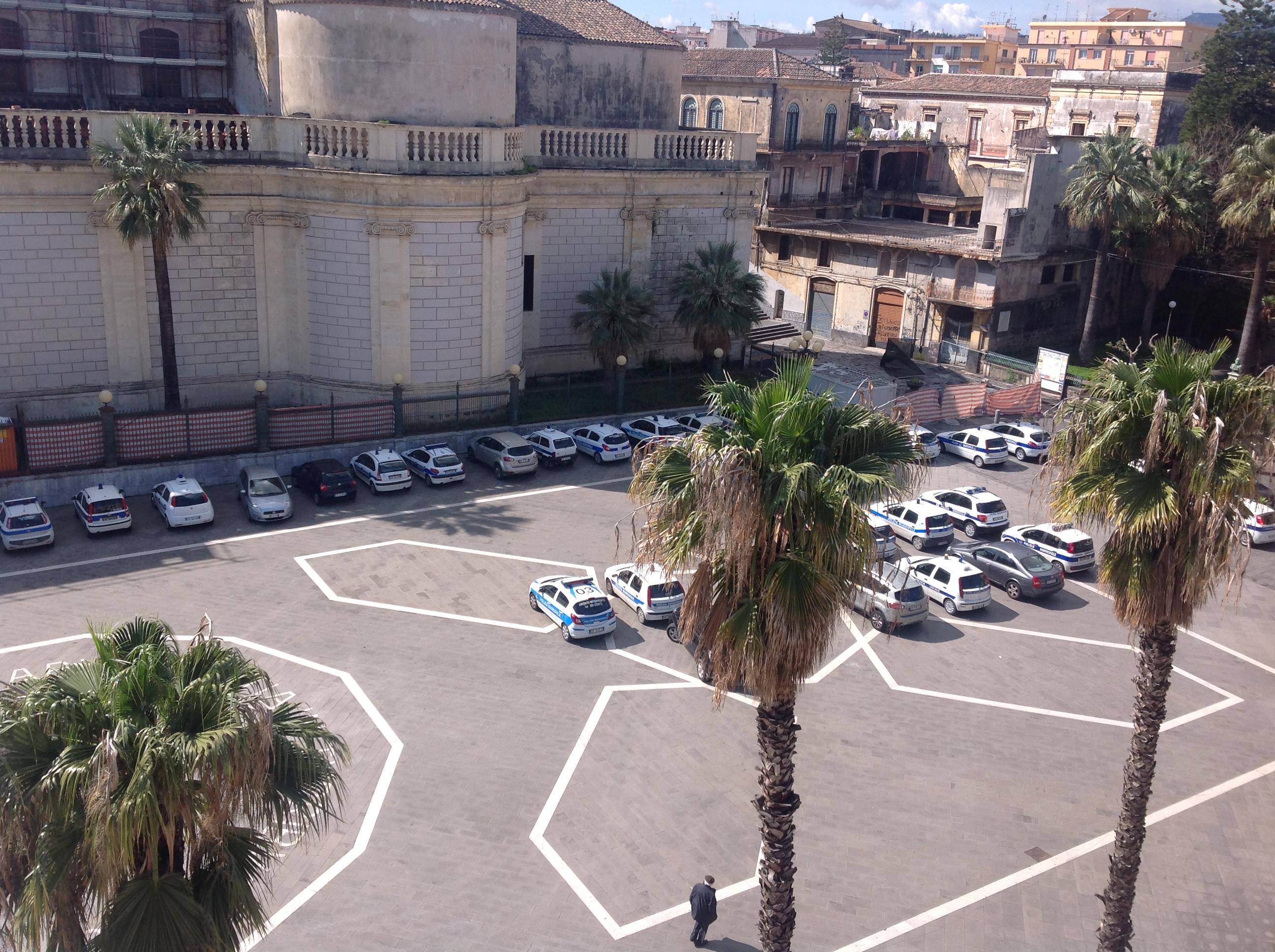 Giarre, piazza Duomo diventa parcheggio VIDEO