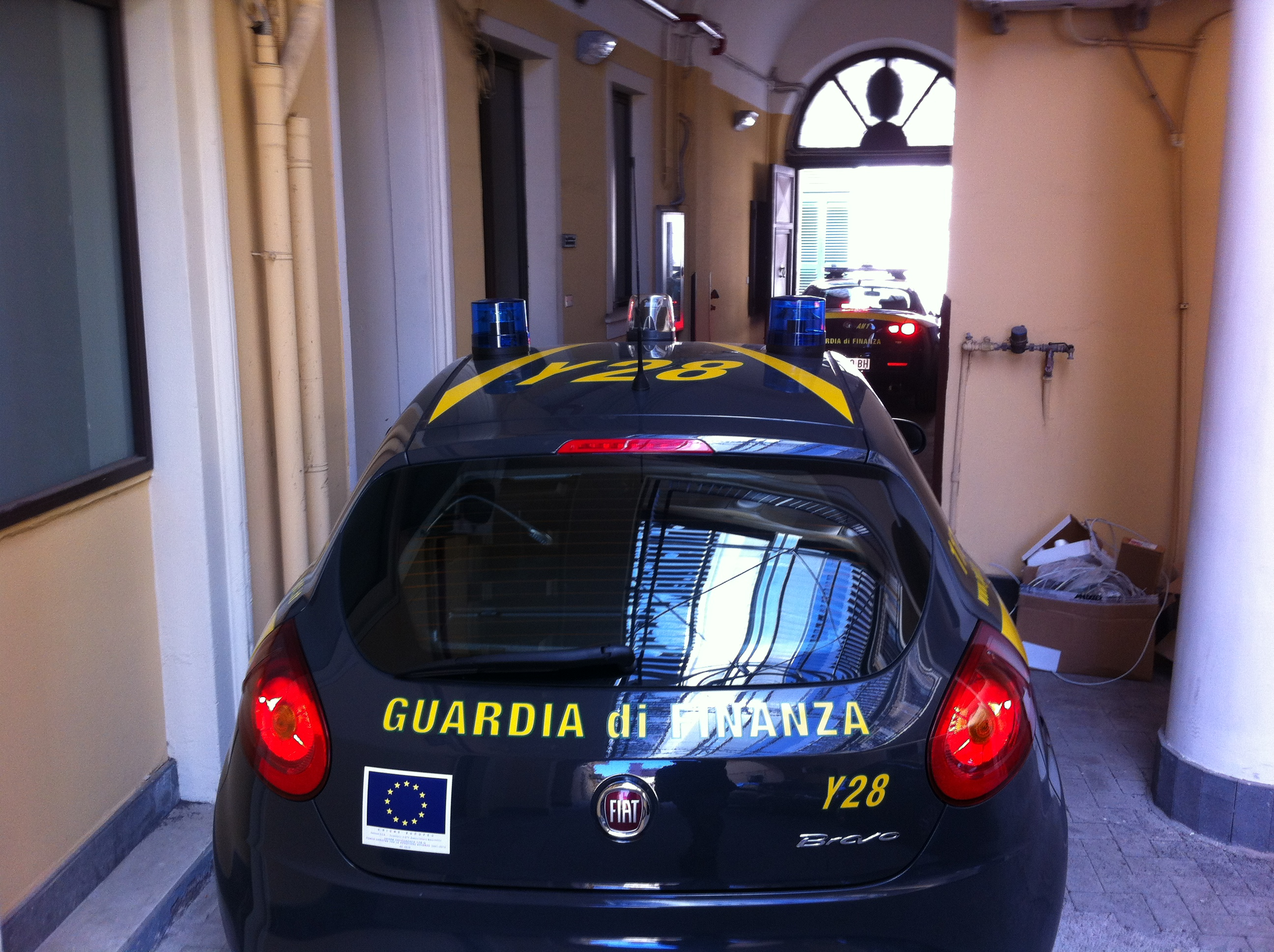 Acireale, concessionario di auto non dichiara redditi al fisco. Sequestrati beni per oltre 800 mila euro.