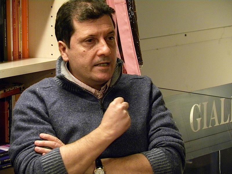 """Un giornalista, un libro, un the. Il secondo appuntamento è con Domenico Trischitta e il suo """"1999"""""""