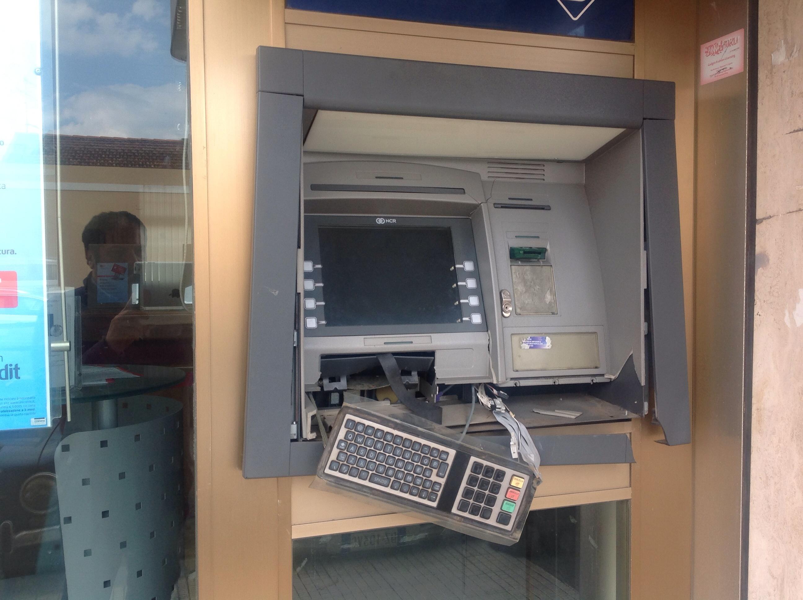 Giarre, danneggiato bancomat Unicredit VIDEO