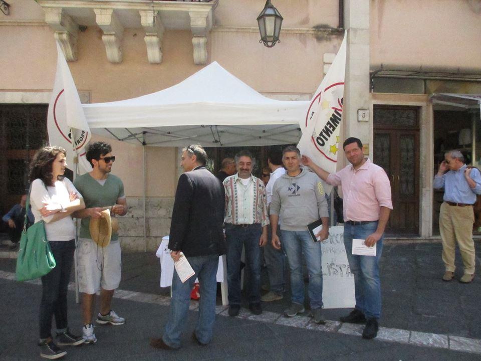 Il M5S Taormina in piazza per denunciare il NO alla loro proposta per la nomina degli scrutatori