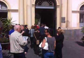 Alloggi via Carducci: nuova invasione al Comune