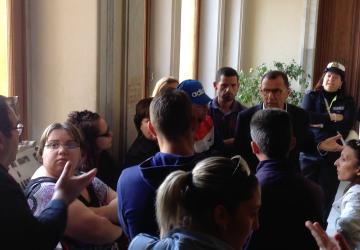 Giarre, tensione al Comune per gli alloggi di via Carducci VIDEO