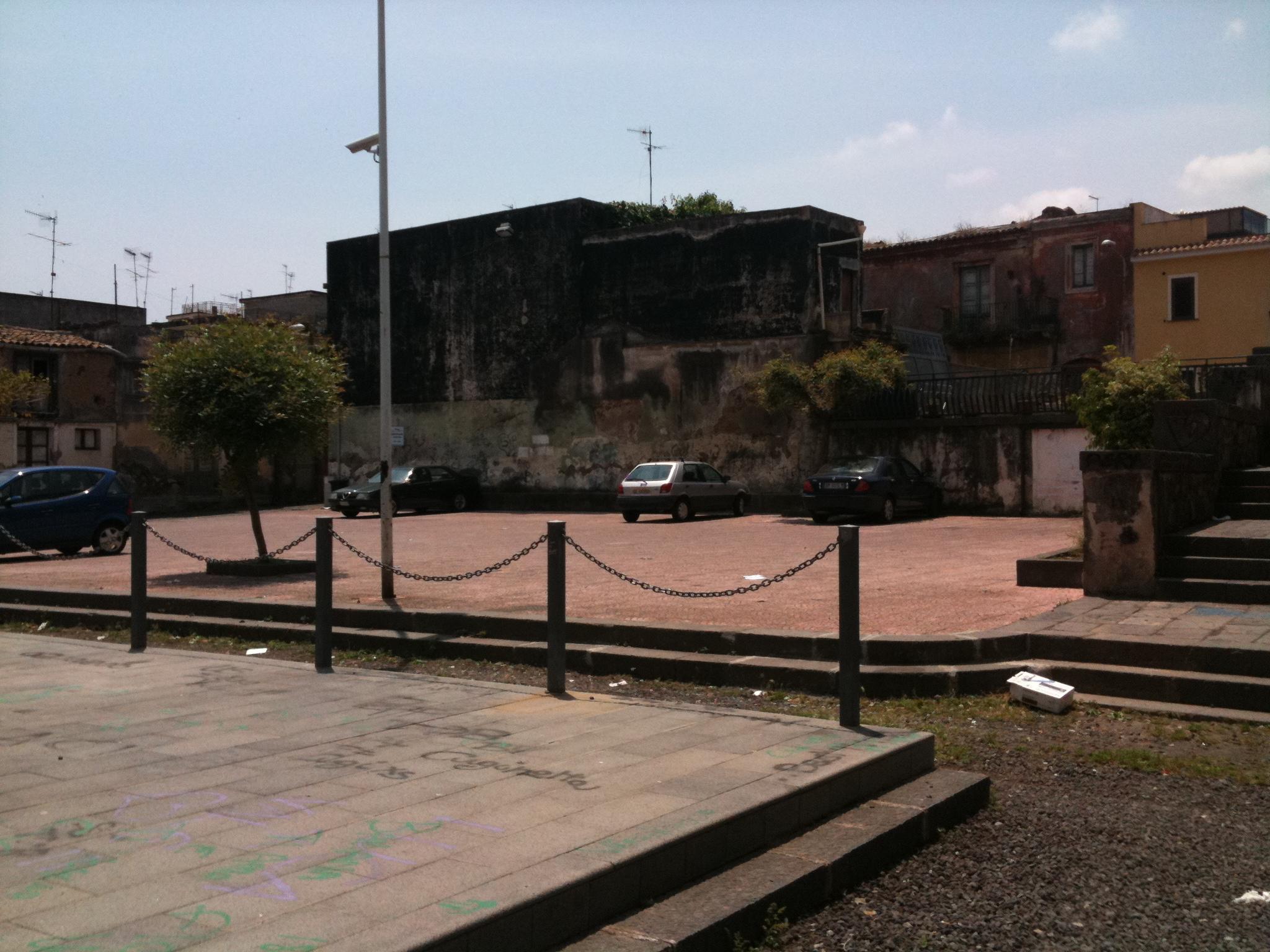 Camposanto vecchio: i residenti si mobilitano contro il Comune. Sabato sit-in in piazza De Andrè