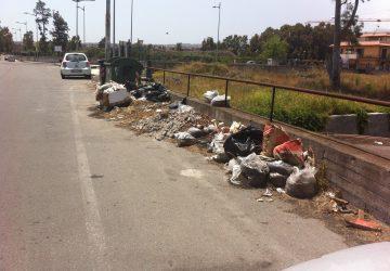 Fondachello e Sant'Anna: un mare di rifiuti FOTOGALLERY