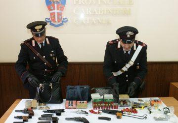 Catania, in manette insospettabile coppia per detenzione armi