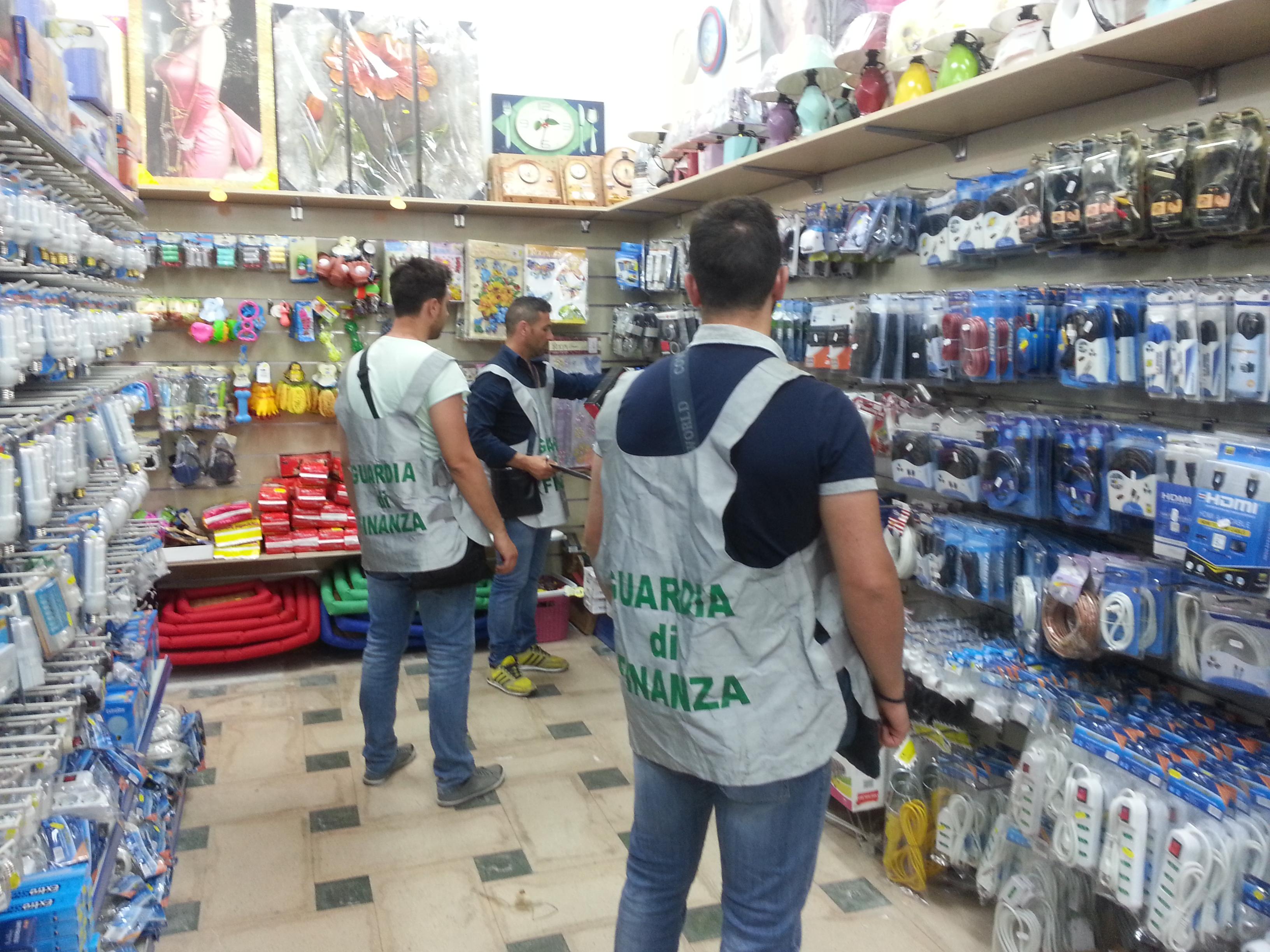 Catania, imponente sequestro di merce contraffatta