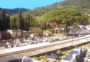 """Il """"vivace"""" cimitero di Francavilla di Sicilia"""