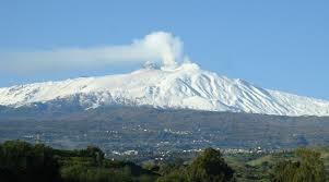 Etna, nuova fase eruttiva. Chiusi due spazi aerei a Fontanarossa
