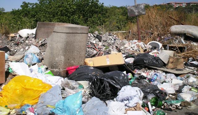 San Pietro Clarenza, i corrieri della spazzatura