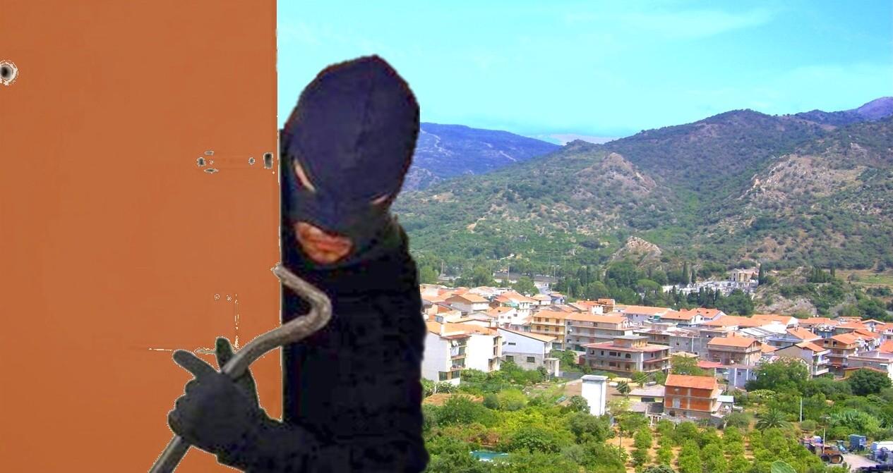 Francavilla, topi d'appartamento in pieno giorno