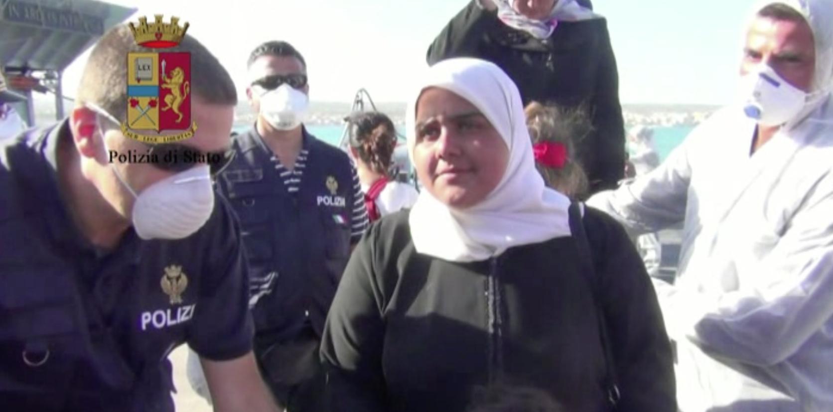 Catania: emergenza migranti  LE IMMAGINI DELLO SBARCO AL PORTO