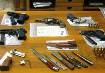 Catania, scoperto arsenale occultato in un bar della Plaja: due arresti