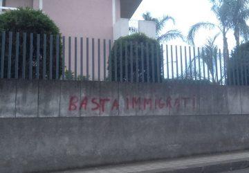 Riposto, quelle vergognose scritte che inneggiano all'odio razziale e al fascismo
