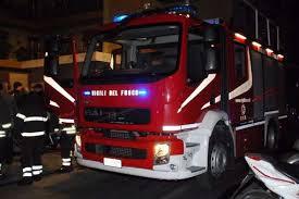 Giarre, quartiere Jungo, incendio a pochi metri dagli alloggi popolari