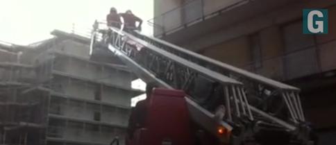 Giarre, autoscala Vigili del Fuoco in via Musco per intonaci pericolanti  VIDEO