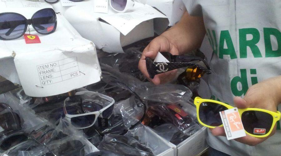 Ferragosto sicuro: stroncata dalla Gdf commercializzazione di prodotti contraffatti