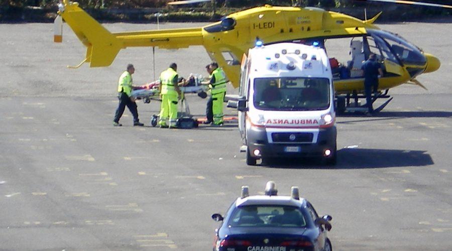 Piedimonte Etneo, grave incidente stradale tra bus e auto: interviene elisoccorso del 118