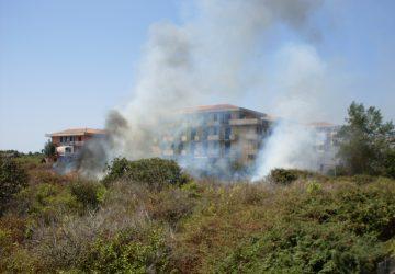 Riposto, incendio in via Barbagallo-via Galeano
