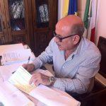 sindaco Caragliano firma buoni libro