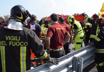 Autobotte Vigili del Fuoco ribaltata: deceduto il pompiere