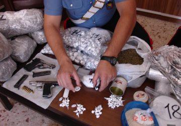 Catania, marijuana, cocaina e armi. Due arresti