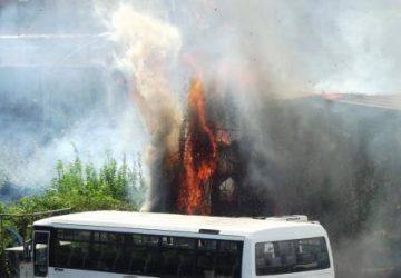 Incendio distrugge officina autobus Buda in via Luigi Orlando  VIDEO ESCLUSIVO