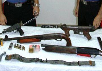 Paternò, nascondeva arsenale con mitragliette e fucili. Arrestato VIDEO