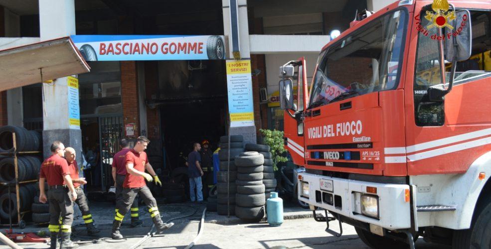 Catania incendio in via torino distrutta una officina video gazzettino online notizie - Incidente giardini naxos oggi ...