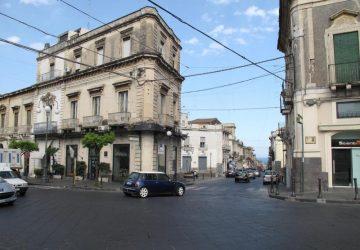 """Giarre: Allarme sociale in centro storico per la raffica di furti dell'""""Uomo Ragno"""""""
