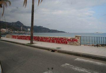 """Giardini Naxos, atto di vandalismo """"romantico"""""""