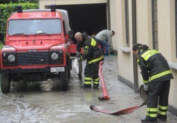 Mascali, alloggi Fondachello: idrovore vigili del fuoco in azione
