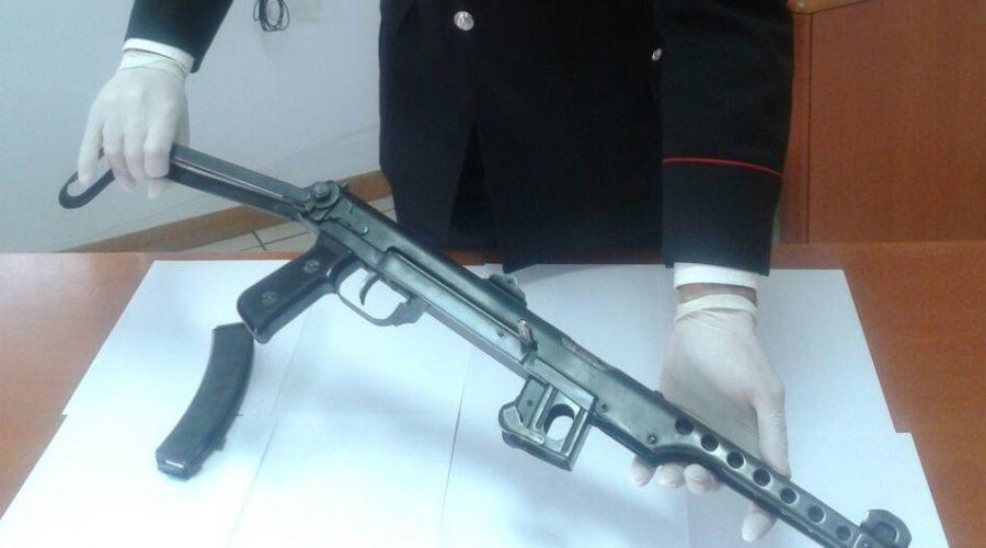 Catania, 23enne con il mitragliatore in casa