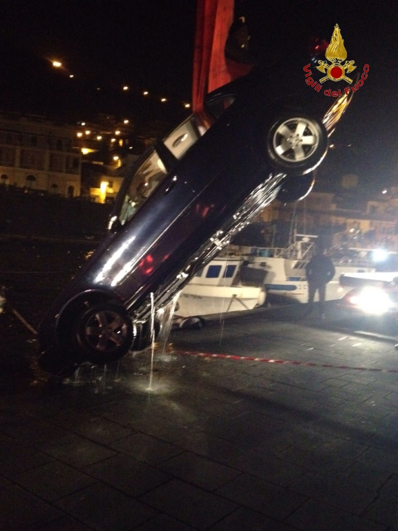 S. Maria la Scala, auto finisce in mare: salvo per miracolo conducente