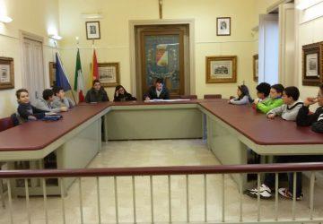 Sant'Alfio, prima adunanza del baby Consiglio