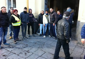 Giarre, lavoratori cantieri senza stipendio da due mesi: è protesta VIDEO