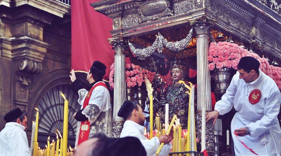 Catania, proteste per il ritardo del rientro di Sant'Agata in cattedrale