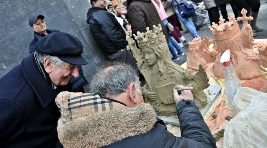 Festa di Sant'Agata, ceri accesi e bancarelle ambulanti ovunque. E le ordinanze?
