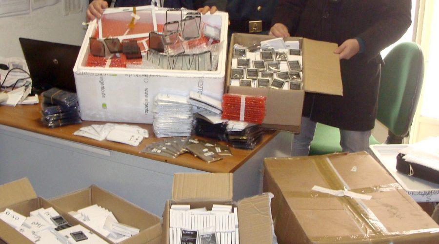 Trecastagni e Catania, sequestro di accessori di telefonia e prodotti elettronici contraffatti