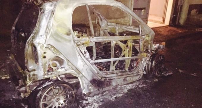 Acireale, auto sindaco data alle fiamme