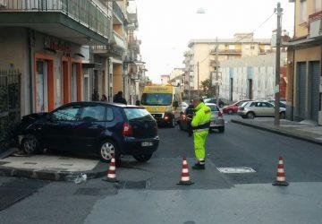 Giarre, incidente in via Luigi Orlando