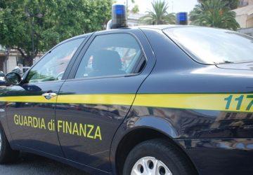 Vendita online di abbigliamento contraffatto: maxi operazione dalla Sicilia al Veneto