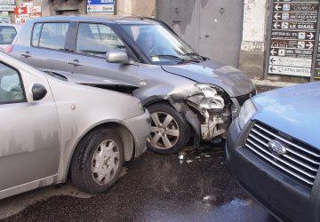 Giarre, traffico in tilt in via Luminaria per un incidente