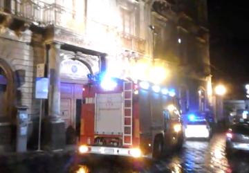 Giarre, corso Italia: vetri pericolanti nell'ex Municipio