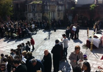 Giarre, Duomo chiuso: Domenica delle Palme al Camposanto vecchio
