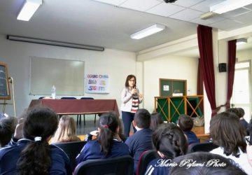 """Giarre, gli alunni dell'istituto istituto """"Pippo Russo"""" a colloquio con la scrittrice Cosetta Zanotti"""